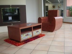 table et fauteuil
